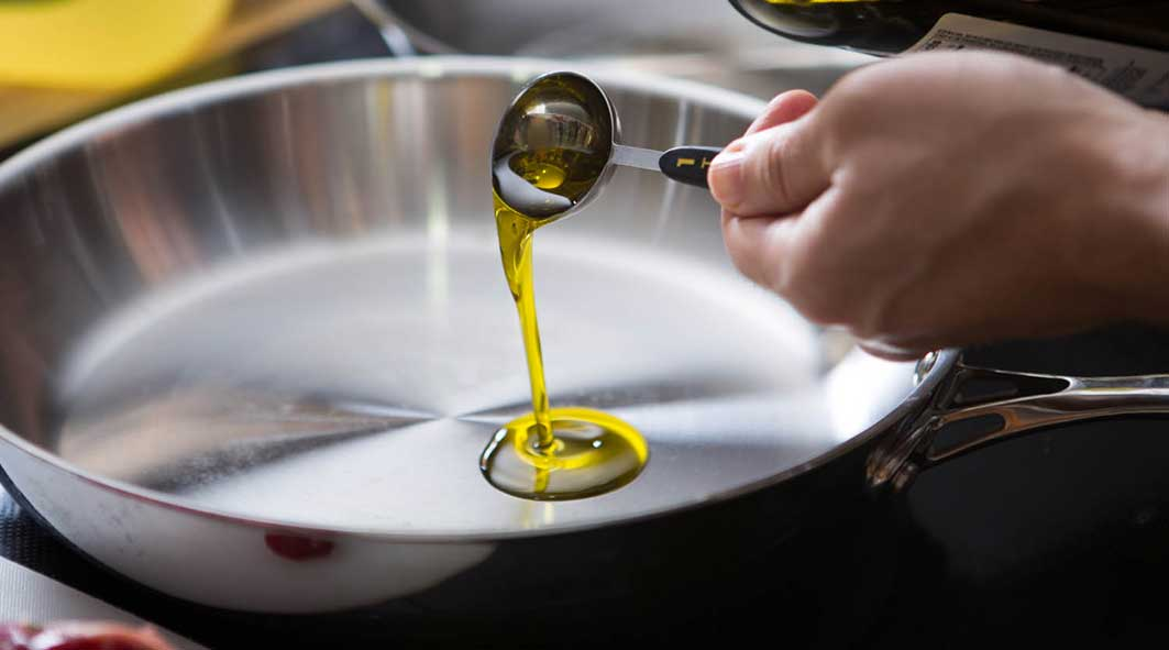 20150320-cooking-olive-oil-vicky-wasik-39479